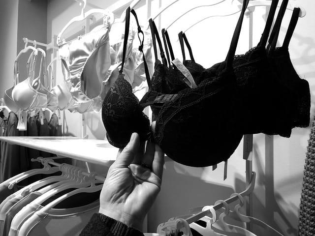 La bonne taille de lingerie.